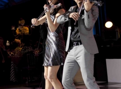 Electric Violin Entertainment By Linzi Stoppard And Ben Lee Live In Montreal